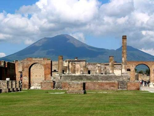 pompeii_temple_of_jupiter.jpg