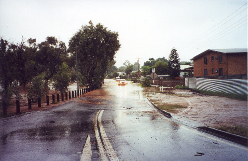 Flooded roadway in Alice Springs, 21 April 2000 (photo by A. Jefferson)