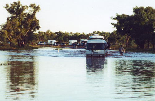 Flooding crossing on the road between Alice Springs and Uluru, 24 April 2000 (photo by A. Jefferson)