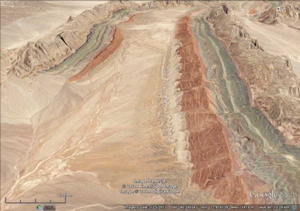 An oblique view clearly shows beds dipping towards the centre of the image, which marks the axis of a syncline.